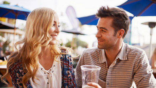 Odaadások randevúzó párok számára, amelyek alapot építenek